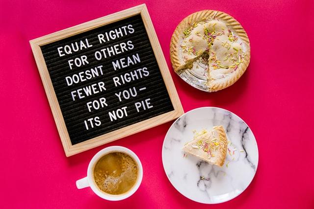 「フェミニスト」と言うのが怖い。-フェミニストである自分を守る方法【3選】-